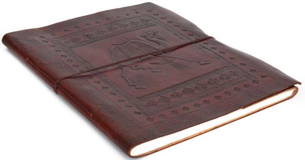 Großes Notizbuch mit Ledereinband und Kamel-Motiv