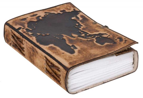 Notizbuch mit Ledereinband und hellbraunem Weltkarten-Motiv