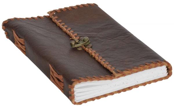 Braunes Büffelleder Notizbuch mit Hakenverschluss